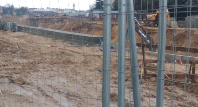Wiadomości, Trasa Niepodległości rozkopy koparki błoto termin końca budowy upływa tygodnie - zdjęcie, fotografia