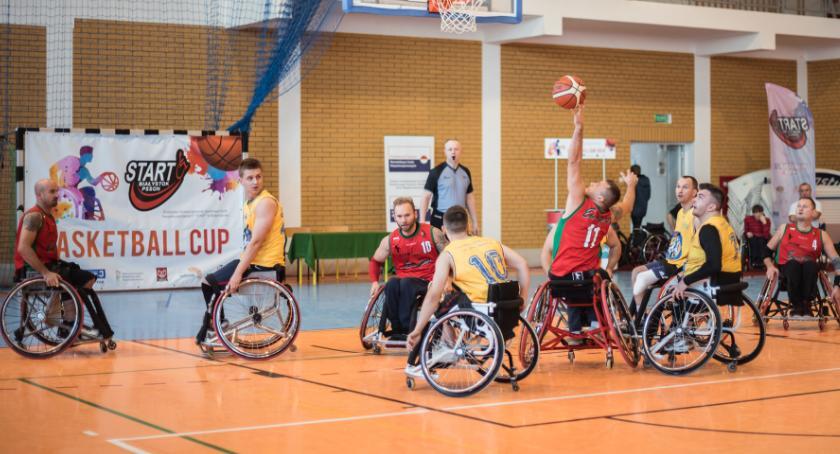 Sport, było sześć dobrych meczów wózkach - zdjęcie, fotografia