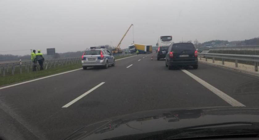 KOLIZJA 24, Ciężarówka wypadła trasy odbywa wahadłowo - zdjęcie, fotografia