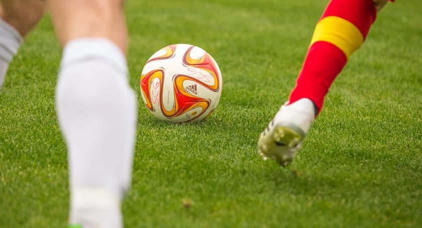 Piłka nożna, łopatkach świetnej - zdjęcie, fotografia