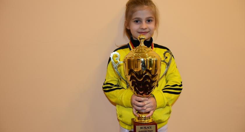 Sport, Ośmioletnia zawodniczka sportów walki przywiozła Białegostoku brązowe trofeum - zdjęcie, fotografia