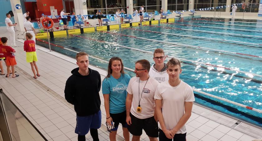 Sport, Mistrzowie Podlasia pływaniu wywodzą Barracudy - zdjęcie, fotografia
