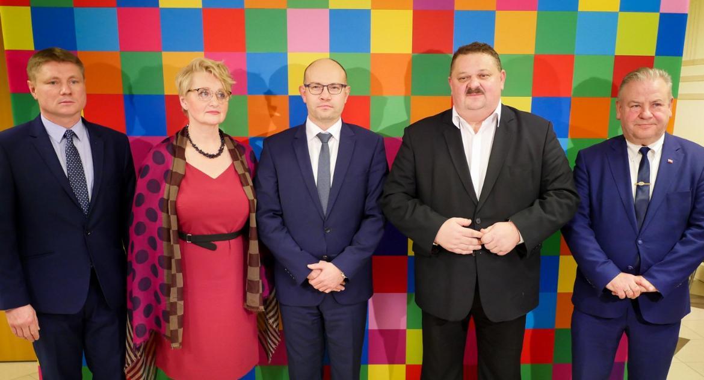 Felietony, gmina Krótki traktat zmianie władzy - zdjęcie, fotografia