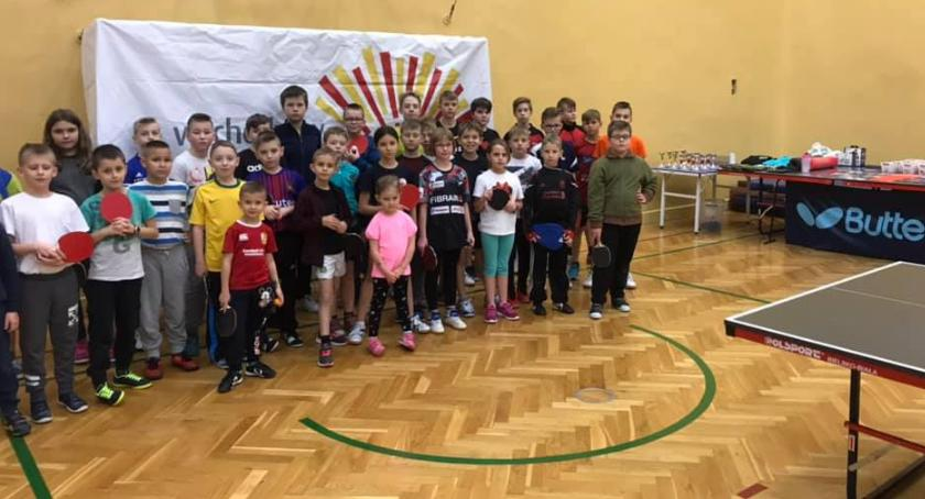 Sport, tenisa uczniowie promowali zdrowy życia używek - zdjęcie, fotografia