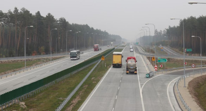Motoryzacja, prawie całej trasie Białegostoku Warszawy można jechać - zdjęcie, fotografia