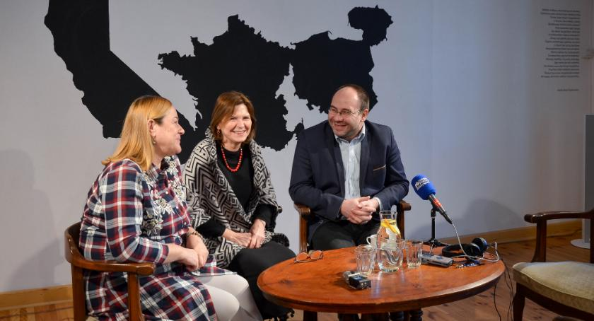 Kultura, Krasnogrudzie swoje miejsce znalazł księgozbiór Dramatycznego - zdjęcie, fotografia