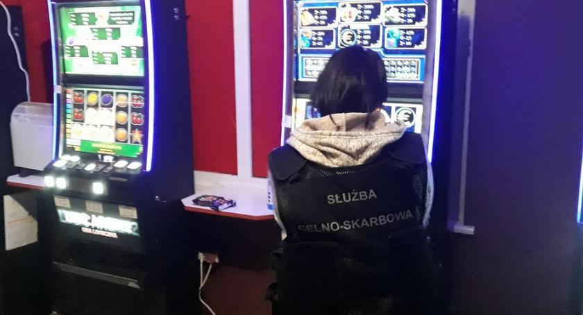 Wiadomości, Służba celna znów zarekwirowała nielegalne automaty - zdjęcie, fotografia