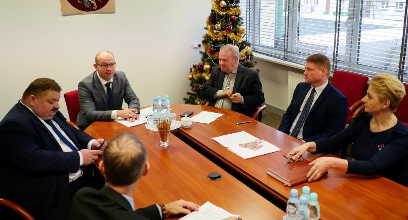 Wiadomości, Marszałek Kosicki zostaje stanowisku Wycofuje swoją rezygnację - zdjęcie, fotografia