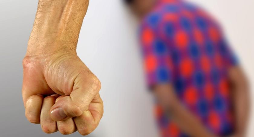 Wiadomości, potrzeby używania agresywnego języka - zdjęcie, fotografia