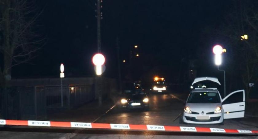 Motoryzacja, kierownicy kontroli drogowej więc przywalił radiowóz - zdjęcie, fotografia