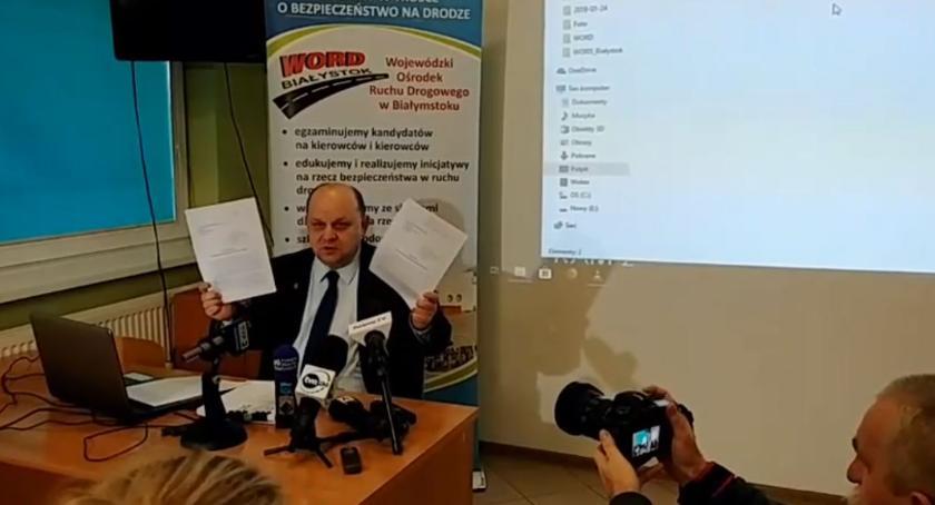 Wiadomości, Skandal razem chodzi byłego dyrektora - zdjęcie, fotografia