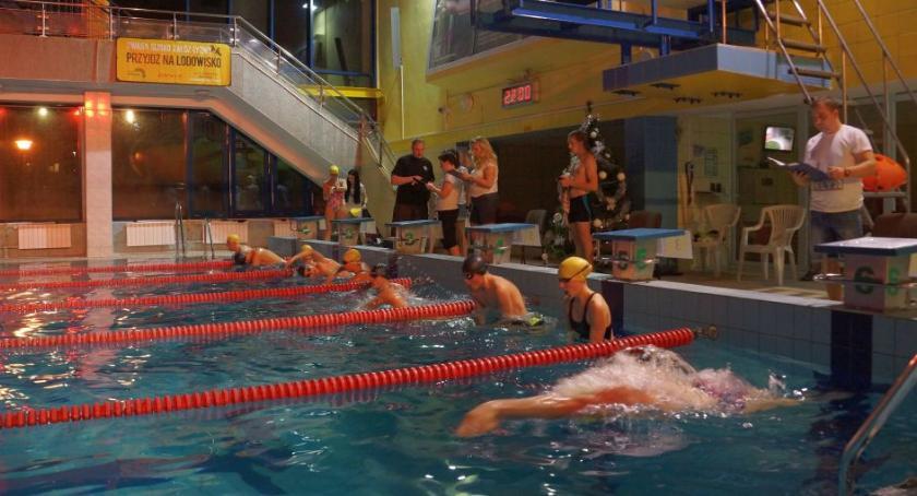 Sport, Ostatni moment zgłoszenie nocnego maratonu pływania - zdjęcie, fotografia