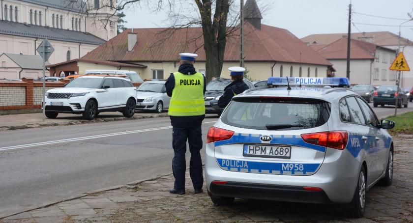 Motoryzacja, Policjanci drogówki kontrolowali prędkość - zdjęcie, fotografia