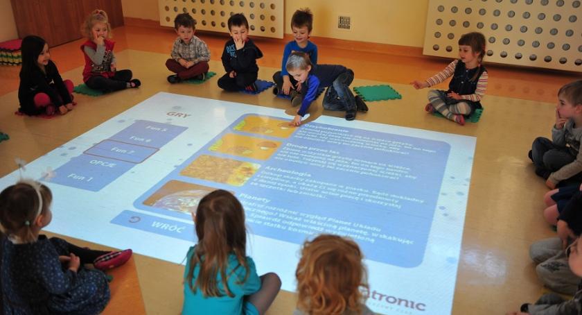 Wiadomości, Przez ponad miesiąc szkoły mogą wnioskować Aktywne Tablice - zdjęcie, fotografia