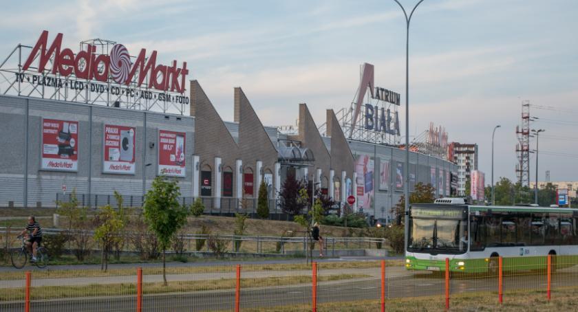 Gospodarka, Zaoszczędzone pieniądze zakupach Polacy wydają restauracje - zdjęcie, fotografia