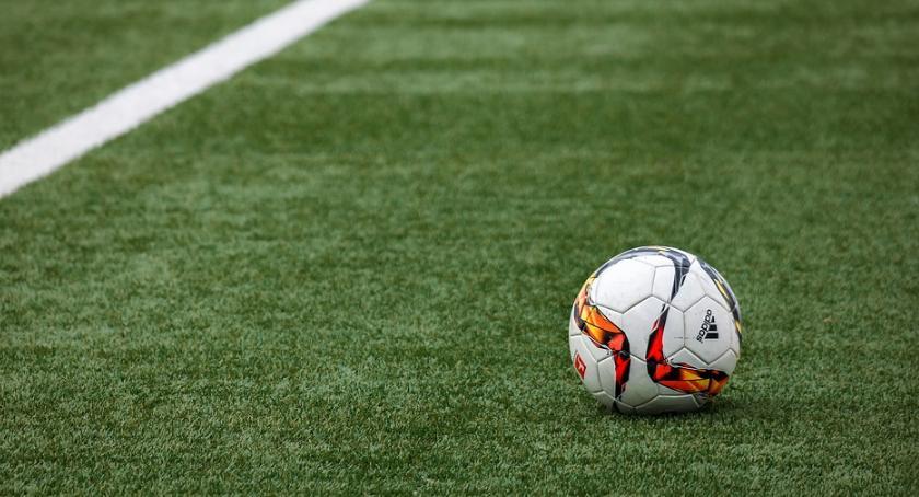 Piłka nożna, Dwubramkowy remis Jagiellonii Górnikiem - zdjęcie, fotografia