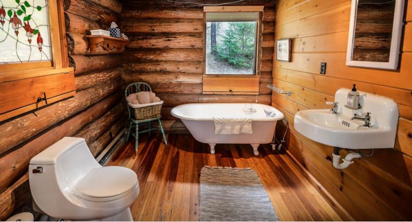 Nieruchomości, Drewniana podłoga łazience - zdjęcie, fotografia