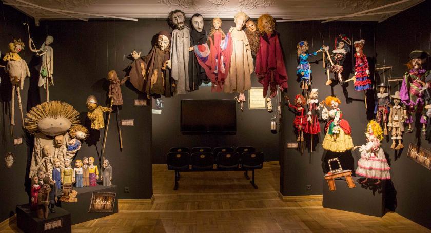 Kultura, Muzeum Rzeźby Alfonsa Karnego zaprasza dzieci wesoły spektakl - zdjęcie, fotografia