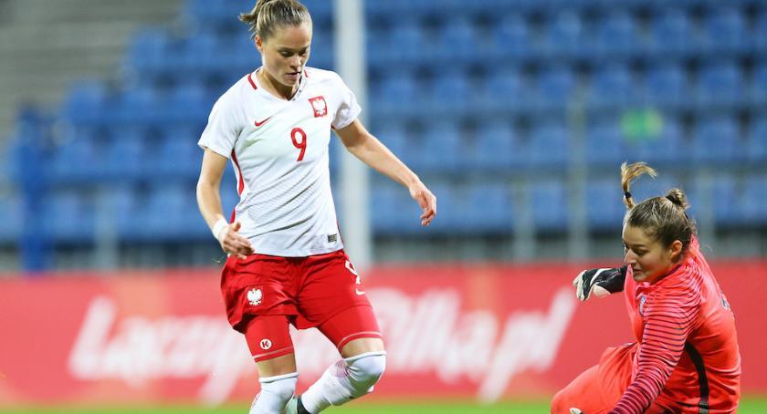 Piłka nożna, Kobiety weszły impetem podbijają świat futbolu - zdjęcie, fotografia