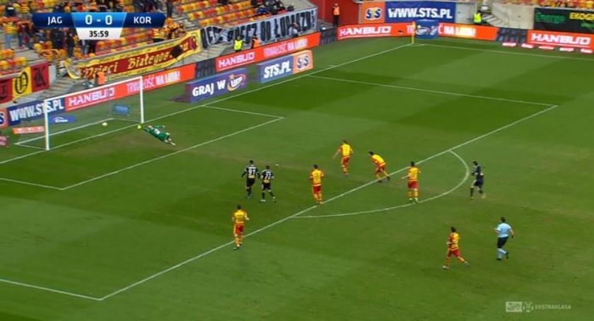 Piłka nożna, Jagiellonia przegrywa kolejny razem Koroną Kielce - zdjęcie, fotografia