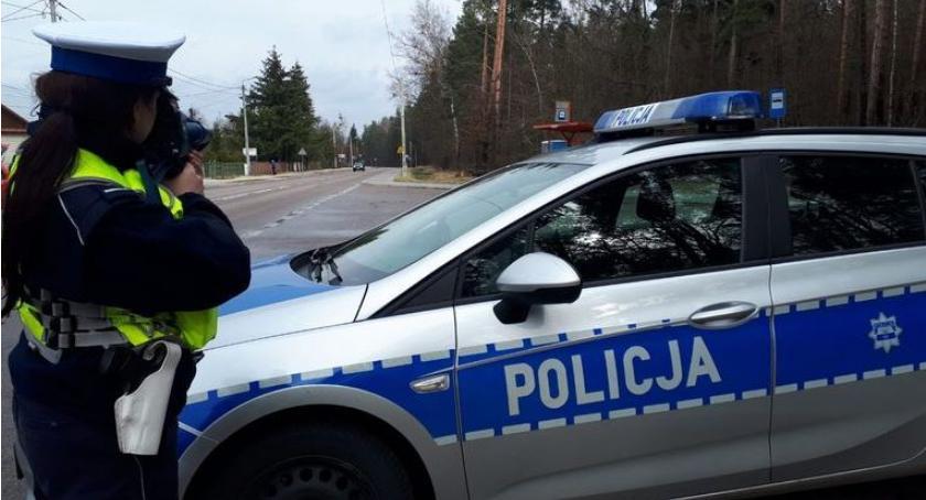 Motoryzacja, Działania hajnowskiej drogówki zakończyły odebraniem jazdy młodym kierowcom - zdjęcie, fotografia