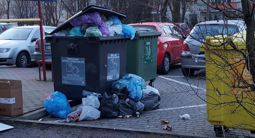 Plotki, Bałagan śmietnikami najmniej tygodniu - zdjęcie, fotografia