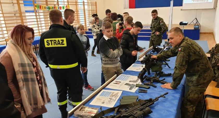 Wiadomości, Mieszkańcy skorzystali otwartych dwóch szkołach - zdjęcie, fotografia