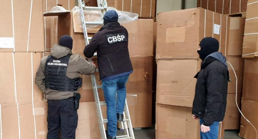 Wiadomości, Celnicy przechwycili gigantyczną kontrabandę nielegalnego tytoniu - zdjęcie, fotografia