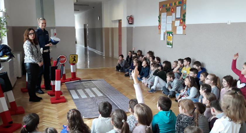 Motoryzacja, Droga bezpieczeństwa zaczęła szkole Częstochowskiej - zdjęcie, fotografia