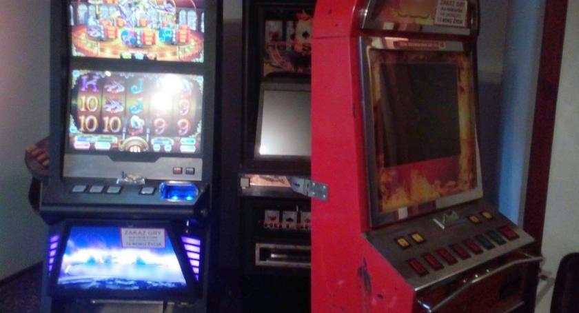 Wiadomości, Nielegalne automaty zajęte zostały przez służbę celną - zdjęcie, fotografia