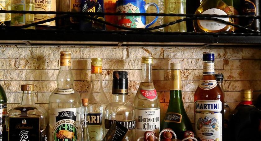 Gospodarka, Mała wódka sprzedaje - zdjęcie, fotografia