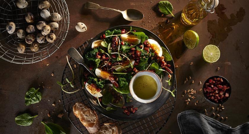 Styl życia, Szpinak jajka boczek idealne składniki wiosenną sałatkę - zdjęcie, fotografia
