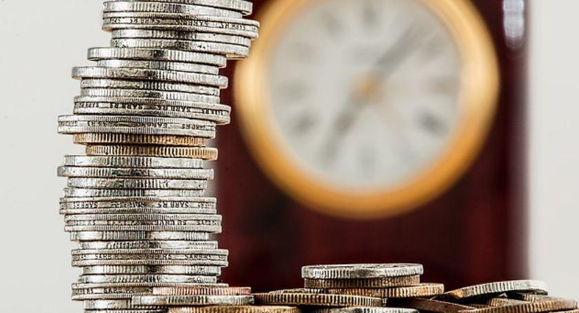 Gospodarka, Jakoś wychodzi spłata zobowiązań wszystkich wychodzi - zdjęcie, fotografia