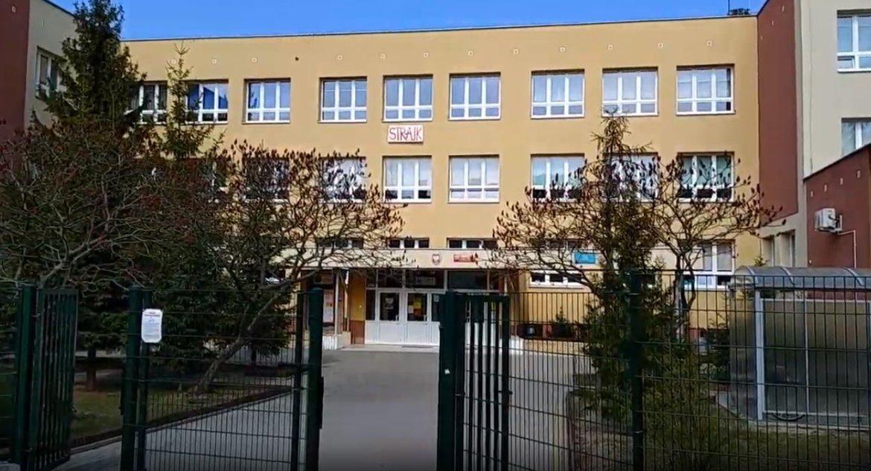 Wiadomości, Egzaminy odbyły nauczyciele dalej strajkują - zdjęcie, fotografia