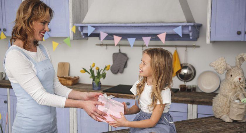 Gospodarka, Święta będą milsze pojawi firmy zajączek wielkanocny - zdjęcie, fotografia
