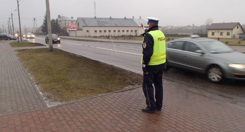 Motoryzacja, Policja konsekwentnie zatrzymuje prawa jazdy przekraczanie prędkości - zdjęcie, fotografia