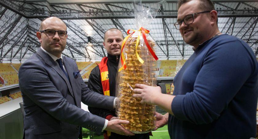 Piłka nożna, Jagiellonia Poznania pojedzie sękaczami które kibicom prezencie - zdjęcie, fotografia