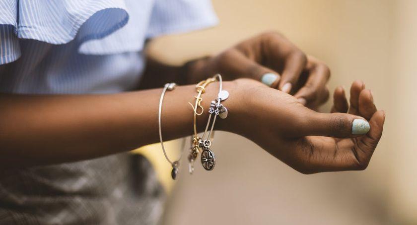 Artykuł Partnerski, Biżuteria przesłaniem Sprawdź dlaczego warto zainwestować eleganckie charmsy - zdjęcie, fotografia