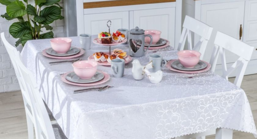 Styl życia, może jasny stół świąteczny lekkich kolorach - zdjęcie, fotografia