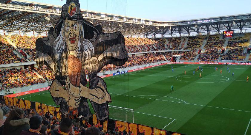 Piłka nożna, Jagiellonia będzie podejmowała kibiców Stadionie Narodowym - zdjęcie, fotografia