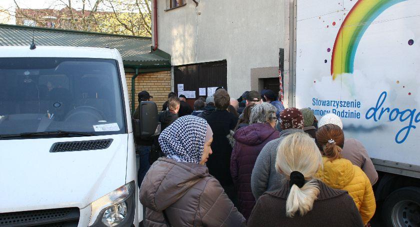 Wiadomości, Przekazali kilogramów żywności podopiecznych Drogi - zdjęcie, fotografia