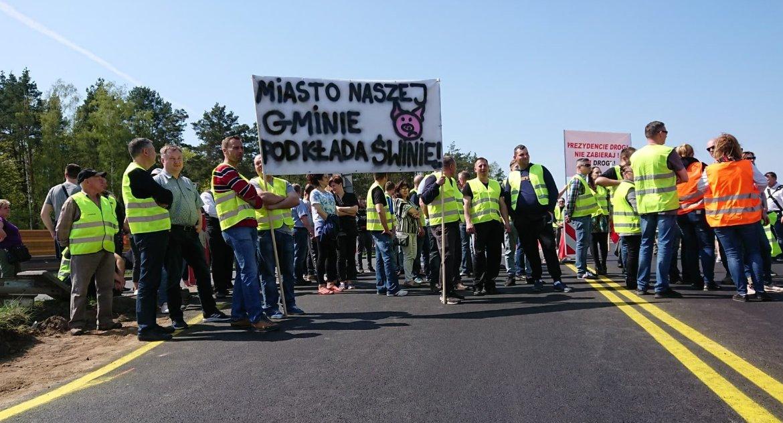 Wiadomości, Żółte kamizelki krajowej ósemce Ludzie protestowali przeciwko Węzłowi Porosły obecnym kształcie - zdjęcie, fotografia