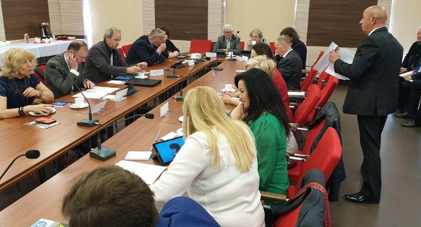 Wiadomości, Powiat Białostocki przeciwny edukacji gender karcie - zdjęcie, fotografia