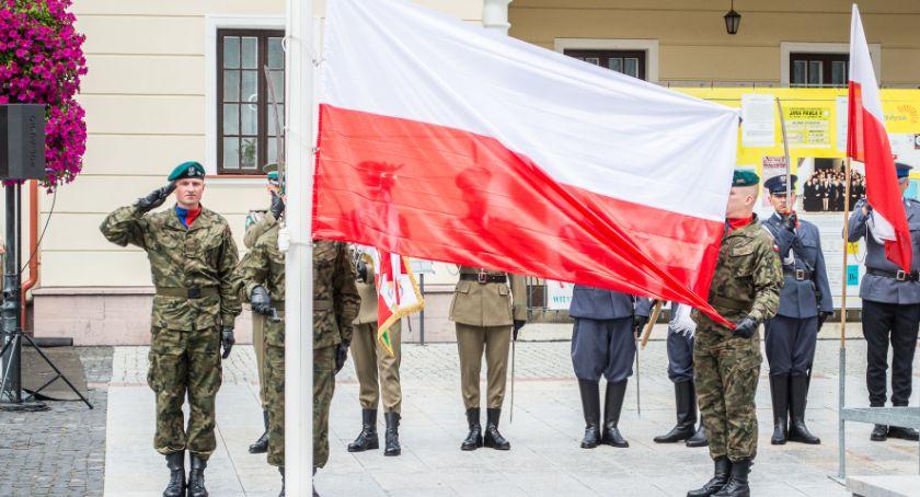 Wiadomości, świętujemy flagę narodową - zdjęcie, fotografia