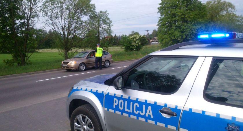 """Motoryzacja, Policja prowadzi akcję """"Bezpieczny Weekend"""" - zdjęcie, fotografia"""