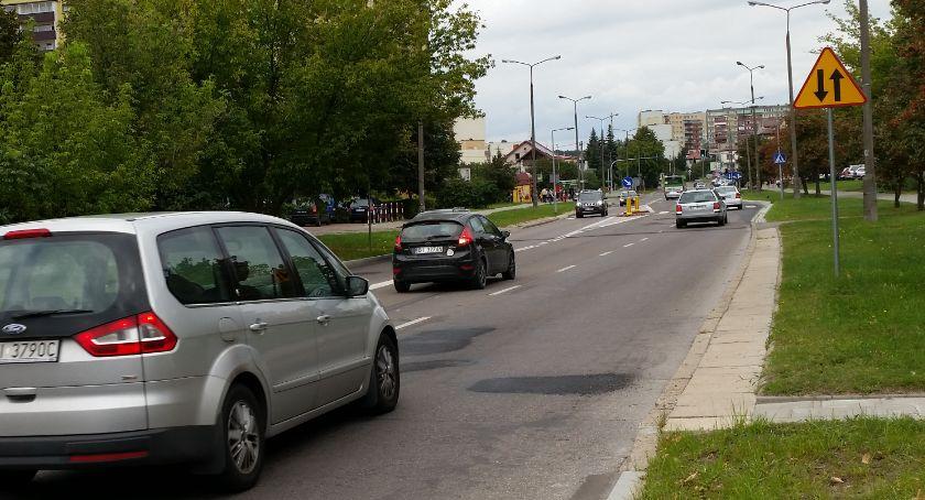 Motoryzacja, Młodzi kierowcy musieli wydać więcej ubezpieczenia - zdjęcie, fotografia