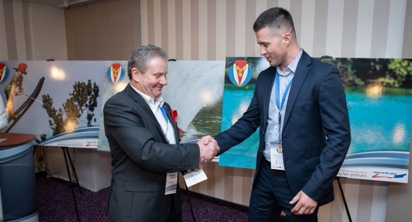Sport, Polskie organizacje wodniackie przyznały Złote Honorowe Odznaki WOSiR - zdjęcie, fotografia