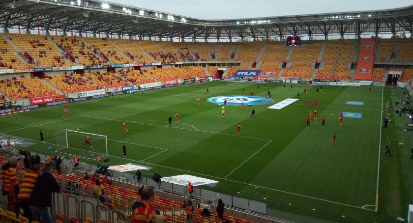 Piłka nożna, meczu padło sześć Jagiellonia strzeliła cztery - zdjęcie, fotografia
