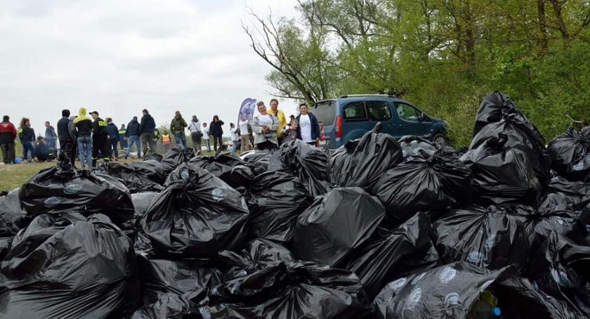 Wiadomości, Wielkie sprzątanie zakończyło zebraniem ponad śmieci - zdjęcie, fotografia
