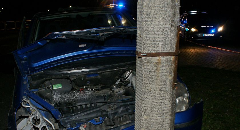 Motoryzacja, Pijany kierowca uprawnień spowodował wypadek - zdjęcie, fotografia